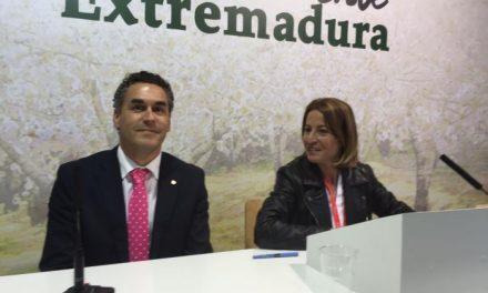 Cáceres celebra sus 30 años de Ciudad Patrimonio de la Humanidad en Fitur y promociona su heráldica