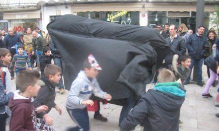 """Más de un centenar de personas disfrutó del """"Día del Zarrio"""" y el encierro de la """"vaca pendona"""" en Moraleja"""