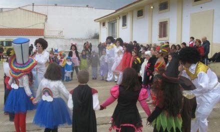 La lluvia impide la celebración del último desfile de Carnaval infantil en Moraleja