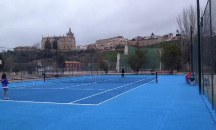 El Ayuntamiento de Coria continúa con las obras de mejora de las pistas del polideportivo municipal