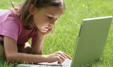 Las familias con hijos estudiando ESO recibirán hasta 400 euros para la compra de un ordenador
