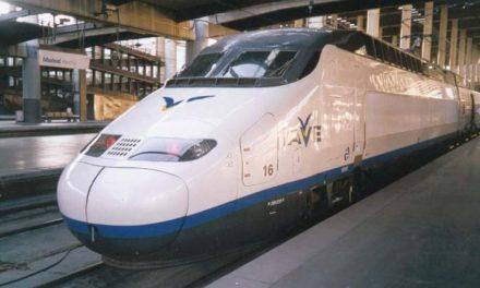 La Junta, los sindicatos y la patronal firman un pacto para reclamar el desarrollo del tren en Extremadura
