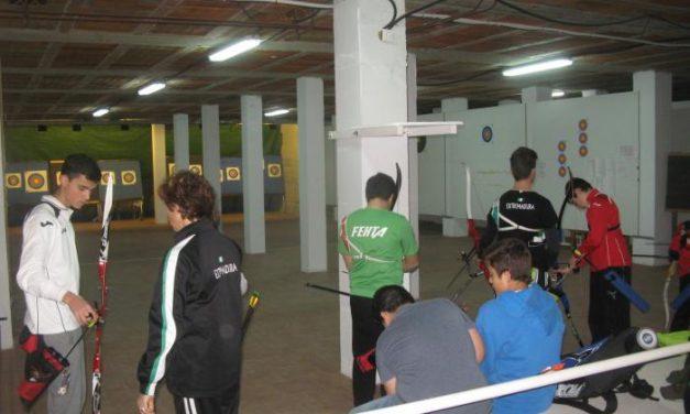 Cerca de una veintena de jóvenes participa en la II Concentración Judex de Tiro con Arco de Moraleja