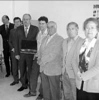 Cajalmendralejo concede una subvención a Cáritas local para que equipe el aula de informática de su sede
