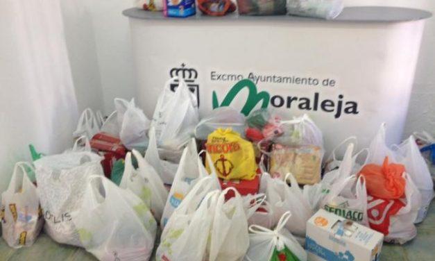 Los participantes del encuentro de caravanas de Moraleja muestran su solidaridad con donaciones