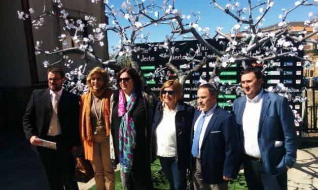 La Junta resalta el desarrollo económico y medioambiental que conlleva la cereza en el Valle del Jerte