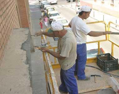 Una decena de centros escolares de Badajoz inician este miércoles el curso con obras pendientes