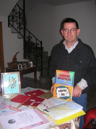 El escritor Julio Mahíllo publica 6.000 ejemplares de su nuevo cuento que incluye el relato ganador de una niña