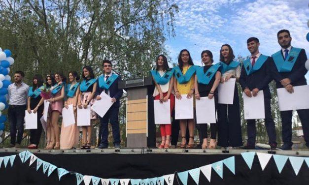Decenas de personas acuden al acto de graduación de los alumnos de bachillerato del IES Jálama de Moraleja