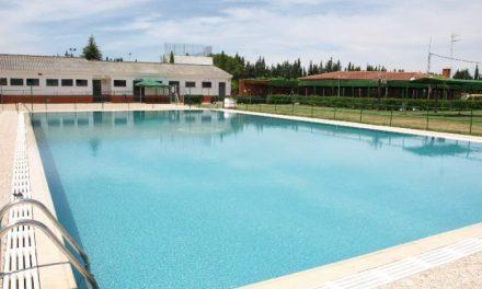 El consistorio de Coria saca a licitación las gestión del bar de la piscina de Puebla de Argeme