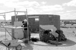 La Escuela Taller Doña Blanca de Don Benito construye tres chozos como alojamientos rurales