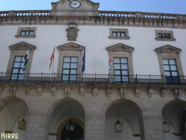 El Ayuntamiento de Cáceres recibe de la Junta una parcela de 1.111 metros cuadrados en la Dehesa de los Caballos