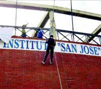 El instituto San José de Villanueva celebra el día del centro con un desayuno y talleres de multiaventura