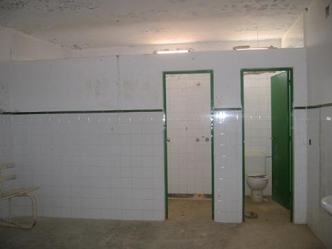 La Junta invertirá casi 19.000 euros en reparar los vestuarios del  campo de futbol de Aliseda