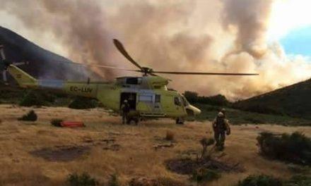 El incendio que afecta a la zona de la Garganta de los Infiernos sigue en evolución favorable