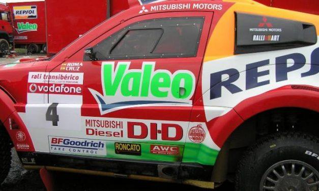 Valverde del Fresno acoge una parada del IV Rally Transibérico con la asistencia de cientos de aficionados