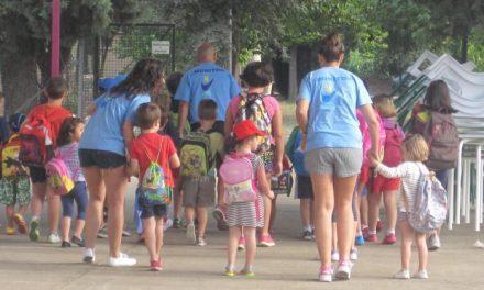 Cáritas Coria organiza una campaña solidaria de recogida de material escolar por la vuelta al colegio