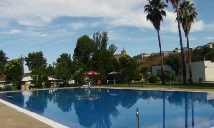 Coria asegura que las piscinas municipales siguen incrementando el número de usuarios