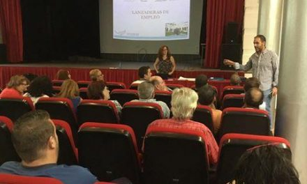 Más de un centenar de personas participa en la primera sesión informativa de la Lanzadera de Moraleja