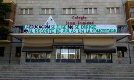 El colegio Santísima Trinidad de Plasencia se manifiesta en contra de los recortes en Secundaria e Infantil