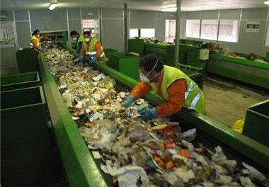 Cada ciudadano extremeño genera 390 kilos de basura al año, por debajo de la media nacional que es de 500 kg.