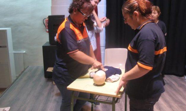 Cerca de veinte voluntarios de Protección Civil se forman en el uso del Soporte Vital Básico en Moraleja