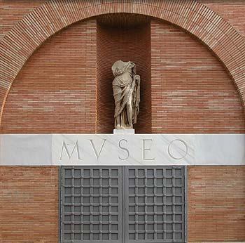 """El Museo Nacional de Arte Romano de Mérida dispone de un servicio de """"signoguías"""" para sordos"""