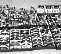 La Guardia Civil detiene a un vecino de Almendralejo con casi medio millar de relojes, gafas y ropa falsificada