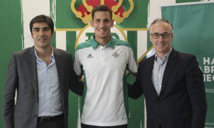 El placentino Álex Alegría renueva por cuatro años con el Real Betis Balompié hasta junio de 2021