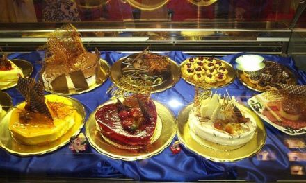 Roban de madrugada en una pastelería de la calle Talavera de Plasencia para llevarse sólo dos tartas