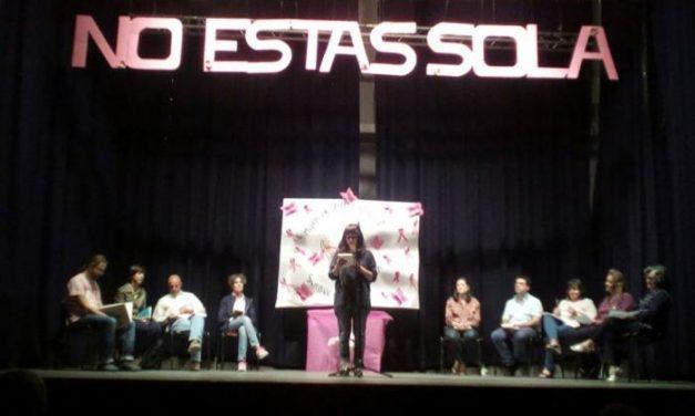 """El teatro y la poesía protagonizan una nueva gala """"No estás sola"""" enmarcada en el Mes Rosa de Moraleja"""