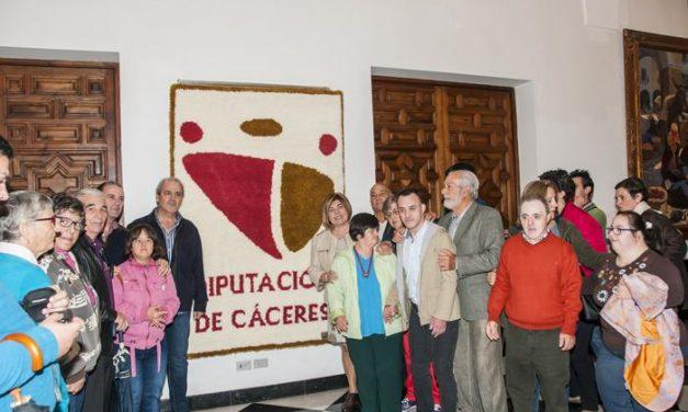 Los usuarios de Placeat crean un tapiz con el símbolo de la Diputación para reivindicar una institución inclusiva