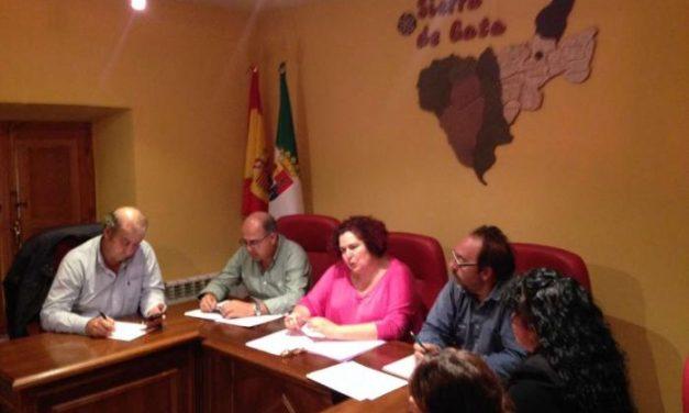 Medio Ambiente traslada a alcaldes y vecinos de Sierra de Gata el nuevo modelo forestal