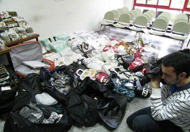 La Policía Local de Cáceres se incauta de bolsos falsificados que estaban a la venta en el recinto ferial