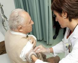 Más de 125.000 extremeños se han vacunado ya contra la gripe desde que comenzara la campaña en octubre