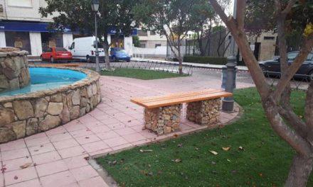 Los alumnos de Aprendizext finalizan las obras de mejora de la Plaza de la Fuente del Avispero en Moraleja