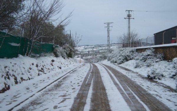 Cinco carreteras del norte de Cáceres continúan cerradas al tráfico por presencia de nieve en la calzada