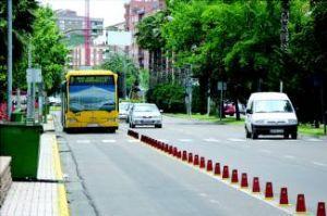 Taxistas y usuarios del autobús de la capital pacense reúnen más de 2.800 firmas en favor del carril-bus