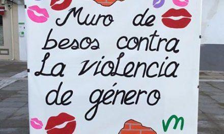 Moraleja llena de besos el municipio este martes para luchar contra la violencia de género
