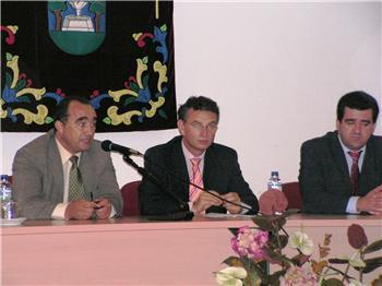 El consejero de Fomento entrega 19 viviendas de protección oficial de 90 metros cuadrados en Llerena