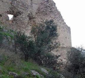 El fuerte temporal de lluvia y viento provoca el derrumbe del torreón del Castillo de Marmionda de Portezuelo