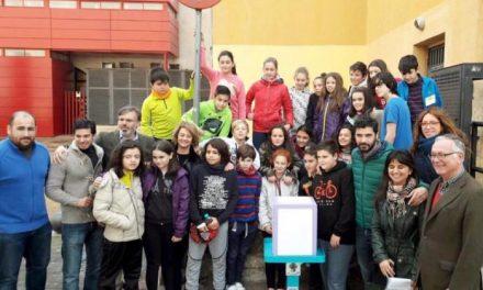 La ciudad de Plasencia cuenta con una papelera de chicles realizada por alumnos desde este viernes