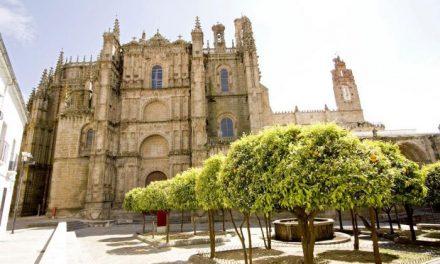 """Plasencia inaugura el recorrido """"Galería del Obispo"""" que une la Catedral con el Palacio Episcopal"""