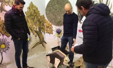 El mercado de abastos de Moraleja luce nueva imagen tras la intervención de varios artistas