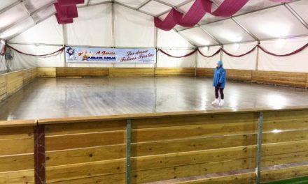 La pista de hielo instalada en Plasencia con motivo de la Navidad continuará abierta hasta este domingo