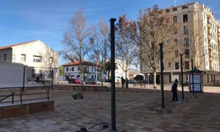 Las obras de la Plaza Doctor Viera de Coria dotarán la zona con pérgolas, luminarias y bancos