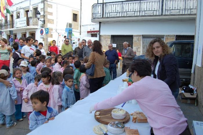 """El Aceite Gata-Hurdes continuará organizando """"Desayunos saludables"""" con escolares en el 2009"""