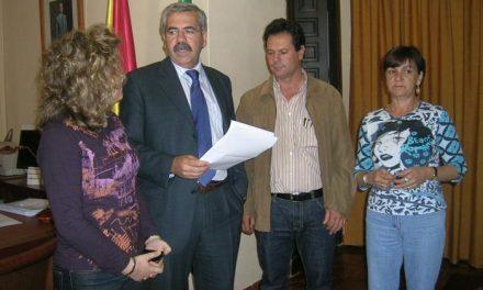 La concejala socialista de Coria, María de los Ángeles Acosta, presenta su renuncia al acta de concejal