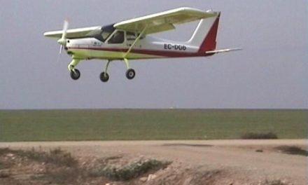 El piloto de una avioneta resulta ileso tras sufrir un accidente al despegar en Santa Amalia
