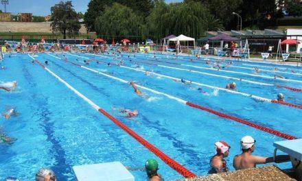 La maratón de aquagym celebrada en Plasencia recauda cerca de 300 kilos de alimentos para Cáritas